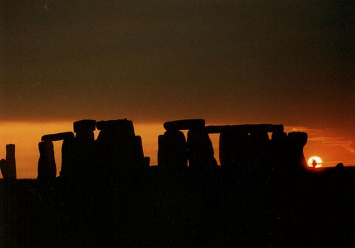 Stonehenge o zachodzie słońca